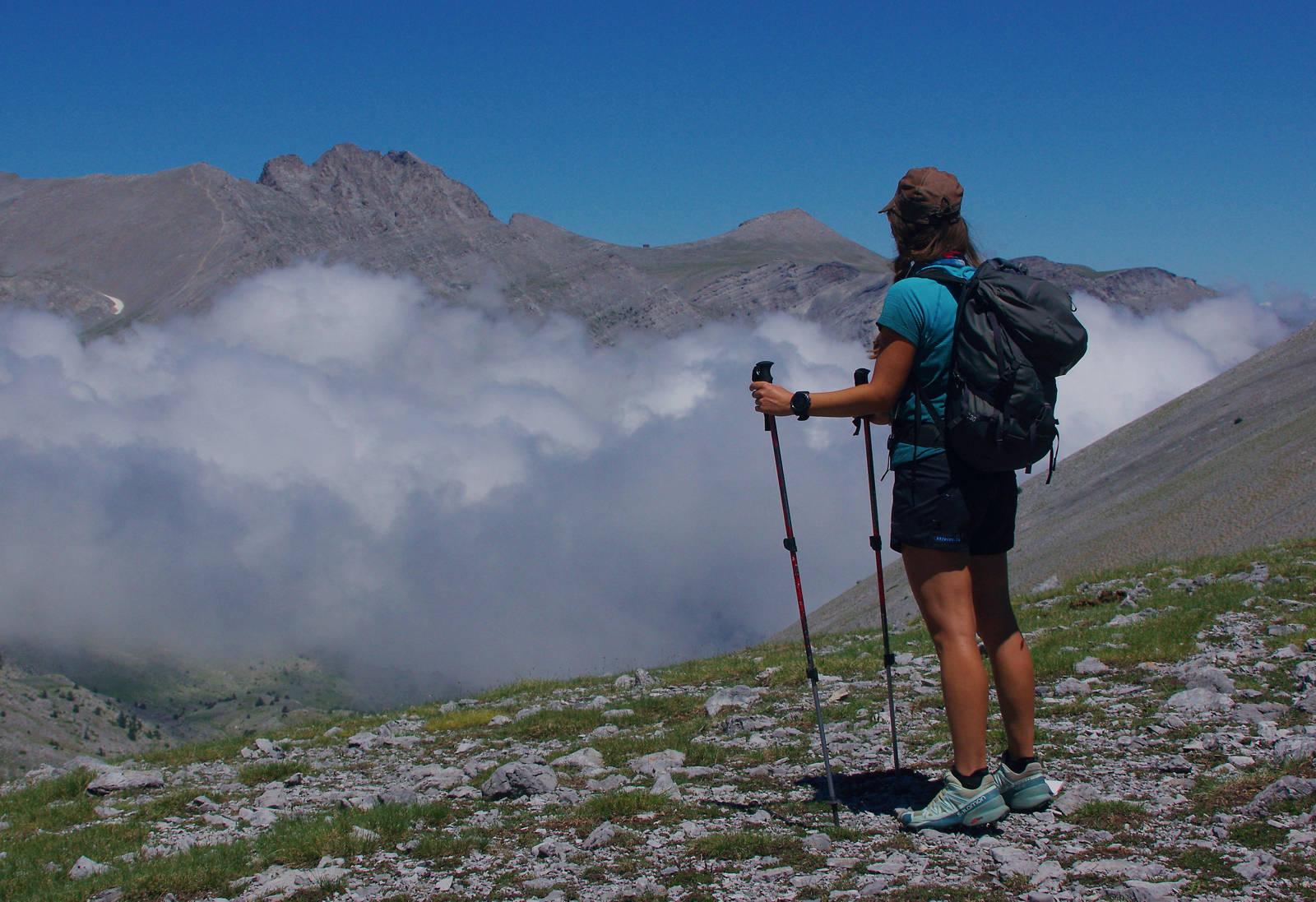 Στην κόψη του Καλόγερο, αντικρίζοντας τις άλλες ψηλές κορυφές του Ολύμπου